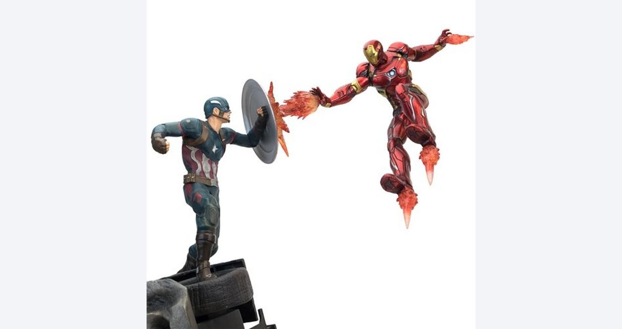 Captain America Civil War: Captain America vs Iron Man Premium Motion Statue