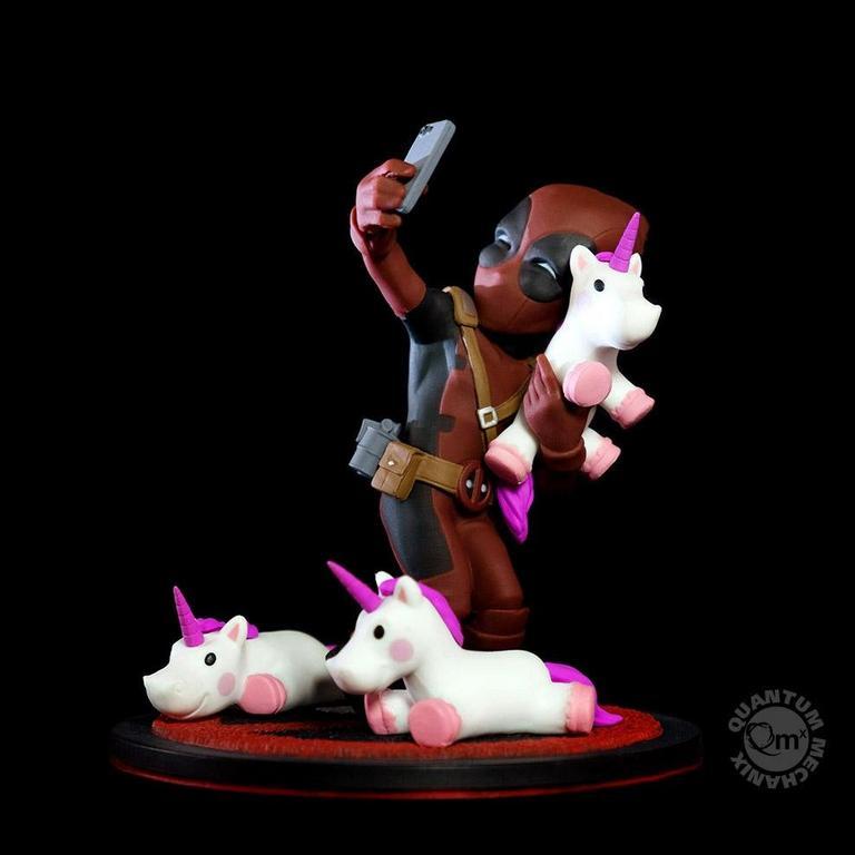 Deadpool Unicorn Selfie Q-Fig Diorama