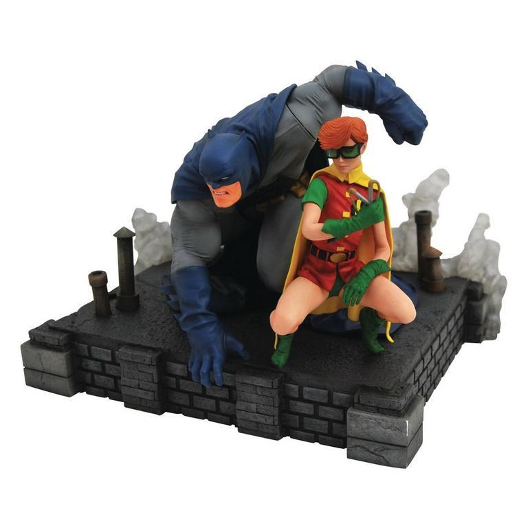 DC Gallery Dark Knight Returns Batman & Carrie Deluxe Figure